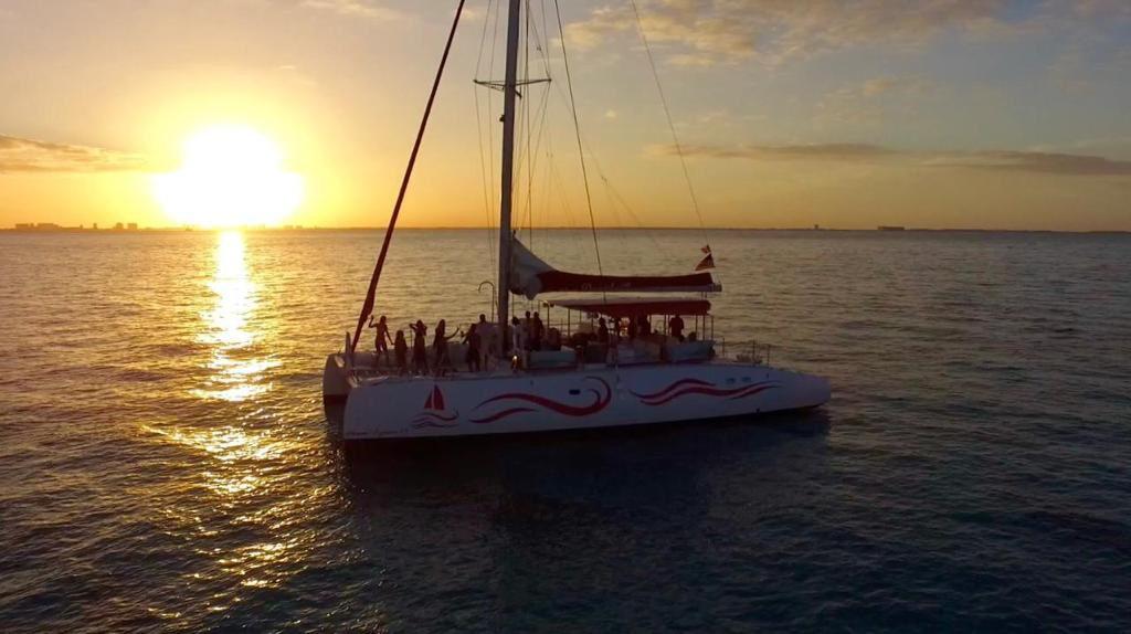 Catamaran Voyager 53 luxury tour