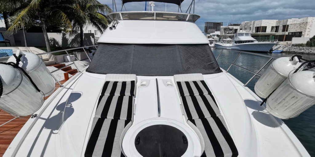 Cancun yacht club Meridian boat