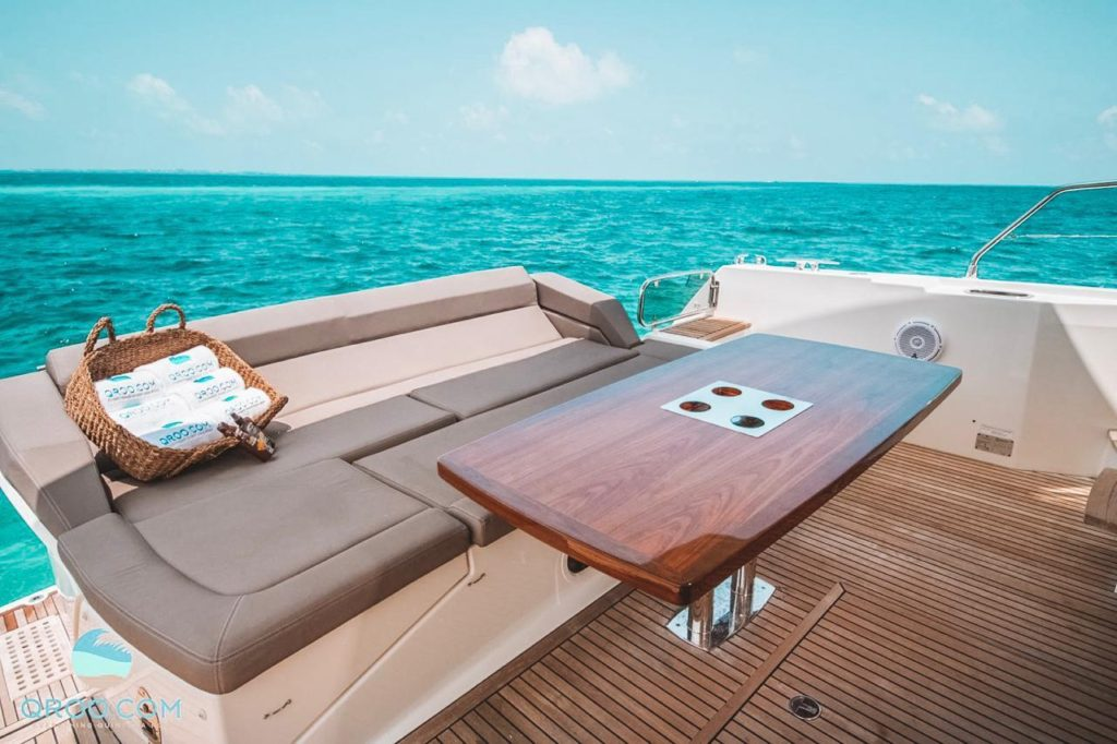 Luxury boat for groups