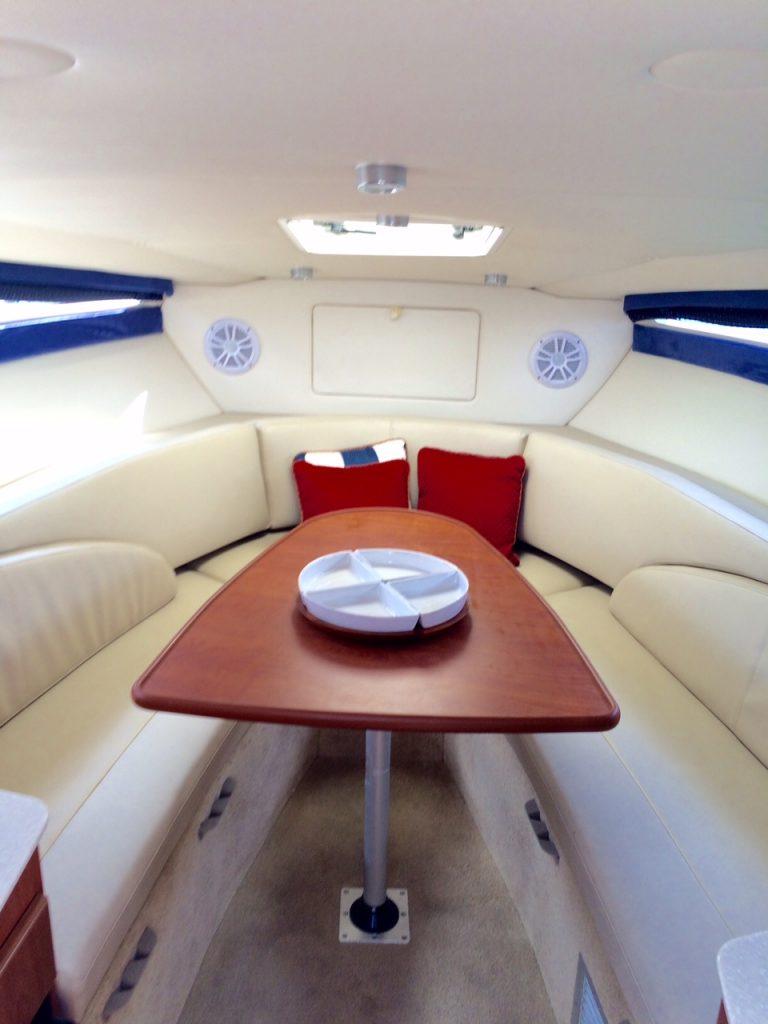 Yate Bayliner interior